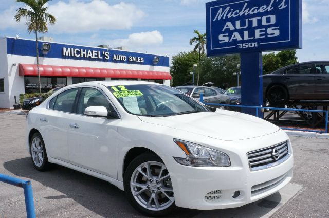 2012 NISSAN MAXIMA 35 S winter frost pearl 99 point safety inspection automatic and c