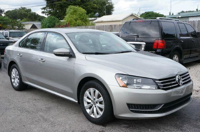 2012 VOLKSWAGEN PASSAT 25 S reflex silver metallic tired of the same mundane drive well change u
