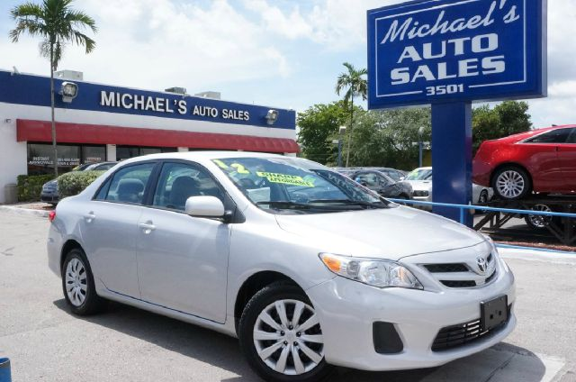 2012 TOYOTA COROLLA LE classic silver metallic clean carfax 99 point safety inspection