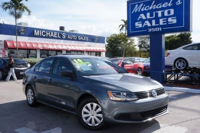2014 VOLKSWAGEN JETTA S 4DR SEDAN 6A platinum gray metallic seating fit for a king the braking ha
