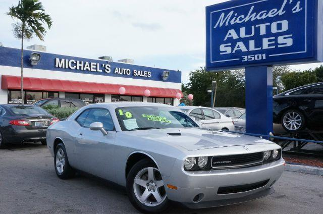 2010 DODGE CHALLENGER SE bright silver metallic clearco how appealing is this beautiful-looking an
