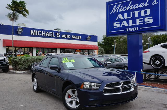 2011 DODGE CHARGER SE blue clean title great car for all seasons well cared for please dont he