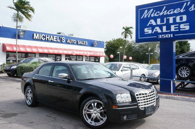 2010 CHRYSLER 300 TOURING brilliant black crystal pearl call now 1-866-717-9571   free autocheck