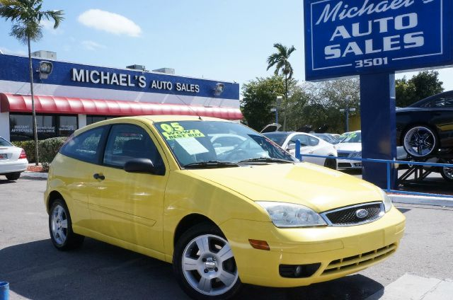 2005 FORD FOCUS ZX3 egg yolk yellow clearcoat 99 point safety inspection automatic and
