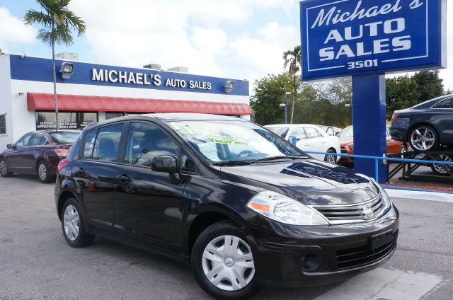 2011 NISSAN VERSA 18 SL espresso black 99 point safety inspection automatic clean car
