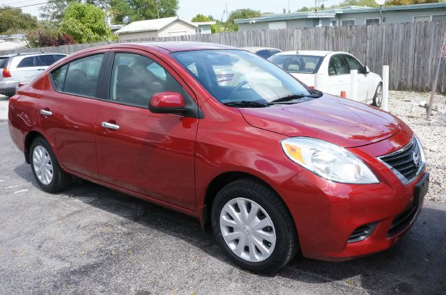 2013 NISSAN VERSA 16 SV red brick automatic clean carfax local trade and new tir