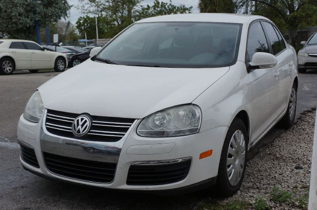 2009 VOLKSWAGEN JETTA S candy white 99 point safety inspection and clean carfax at michae