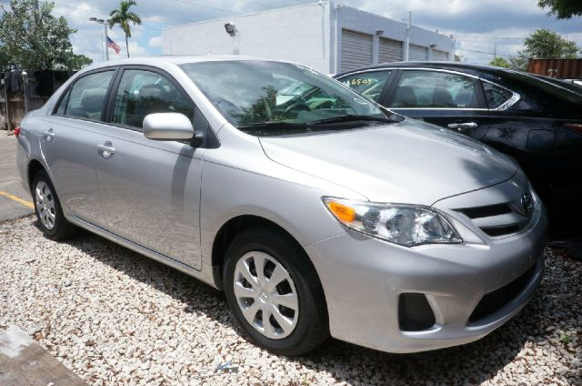 2011 TOYOTA COROLLA LE classic silver metallic low mileage clean carfax 99 point s