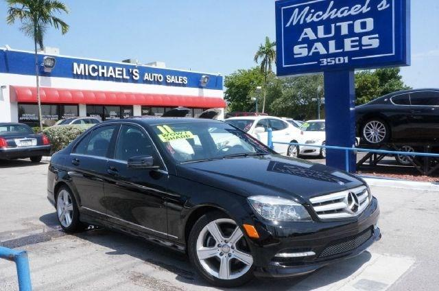 2011 MERCEDES-BENZ C-CLASS C300 black 4matic- clean carfax 99 point safety inspection
