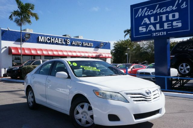 2010 TOYOTA CAMRY super white 99 point safety inspection clean carfax clean title a