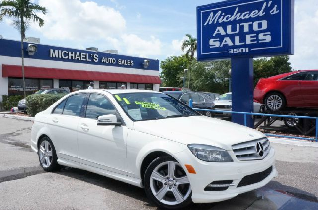 2011 MERCEDES-BENZ C-CLASS C300 arctic white clean carfax 99 point safety inspection
