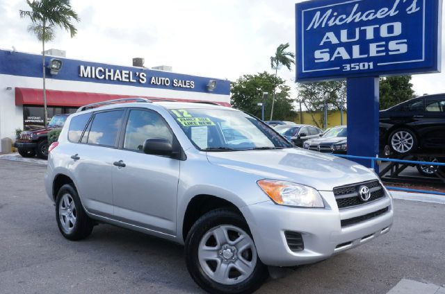 2012 TOYOTA RAV4 BASE 4X4 4DR SUV classic silver metallic 4wd clean carfax 99 point safe