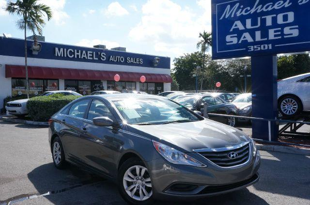 2011 HYUNDAI SONATA GLS harbor gray metallic noise-pollution-free zone inside the tranquil cabin