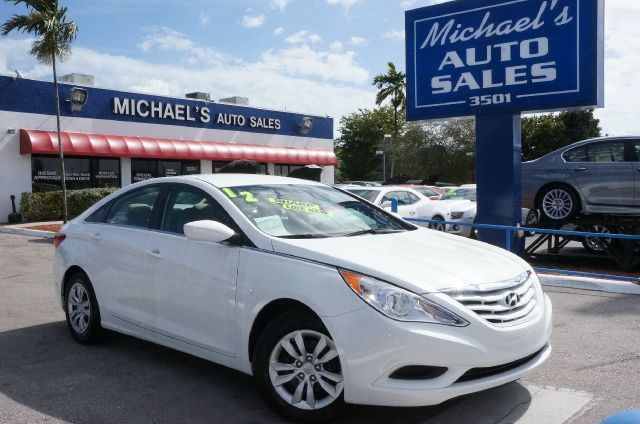 2012 HYUNDAI SONATA GLS shimmering white mica gray wleather bolstercloth insert seating surfaces