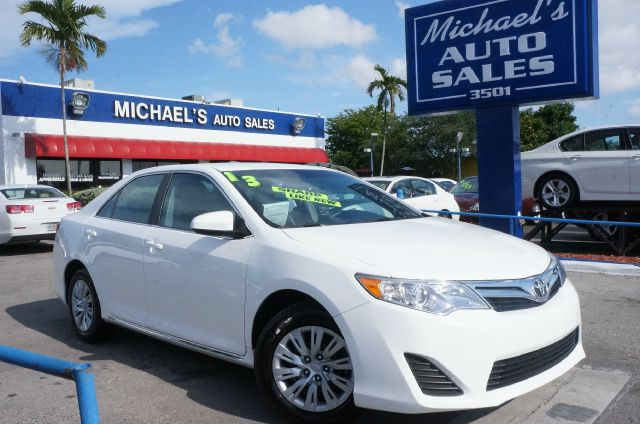 2013 TOYOTA CAMRY LE 4DR SEDAN super white clean carfax 99 point safety inspection a