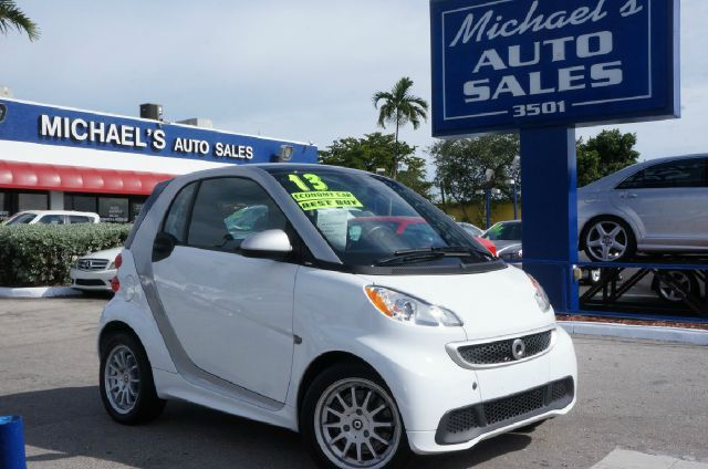 2013 SMART FORTWO PURE crystal white 99 point safety inspection clean carfax automat