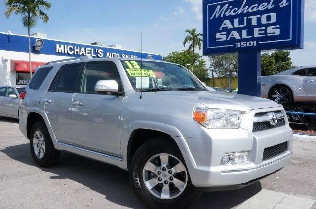 2013 TOYOTA 4RUNNER SR5 classic silver metallic clean carfax 99 point safety inspection