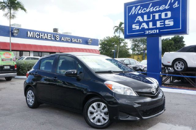 2013 TOYOTA YARIS LE black sand pearl 99 point safety inspection clean carfax automa