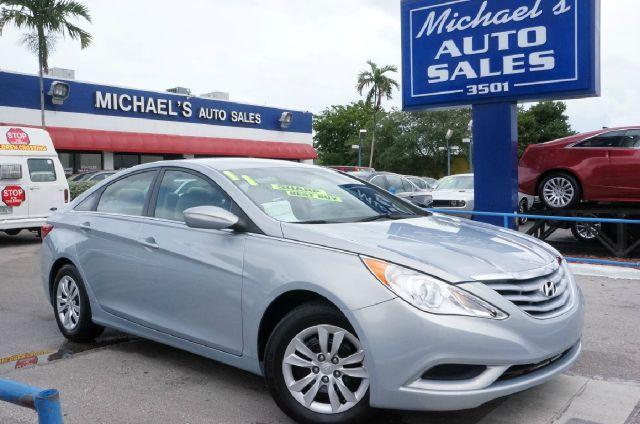 2011 HYUNDAI SONATA GLS indigo blue pearl 99 point safety inspection automatic and cle