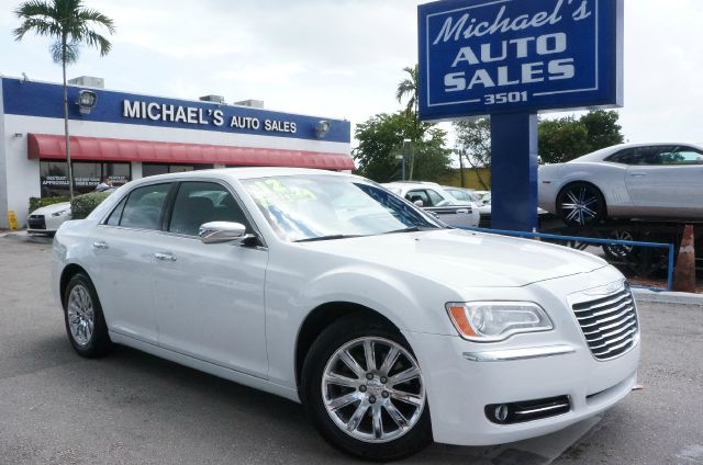 2012 CHRYSLER 300 LIMITED 4DR SEDAN bright white clearcoat clean carfax 99 point safety i