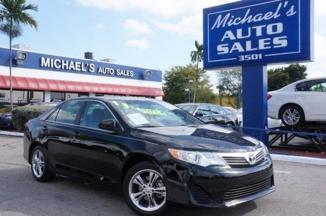 2013 TOYOTA CAMRY LE 4DR SEDAN attitude black metallic wont last long come to michaels auto sal