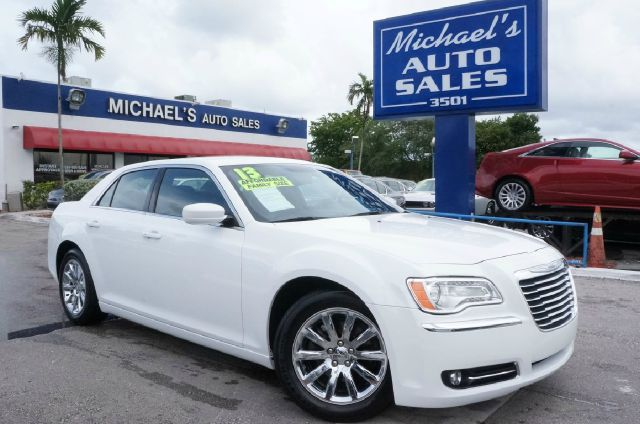 2013 CHRYSLER 300 BASE bright white clearcoat clean carfax 99 point safety inspection