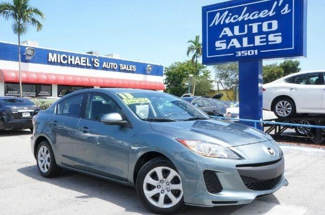 2013 MAZDA MAZDA3 I green clean carfax 99 point safety inspection automatic and