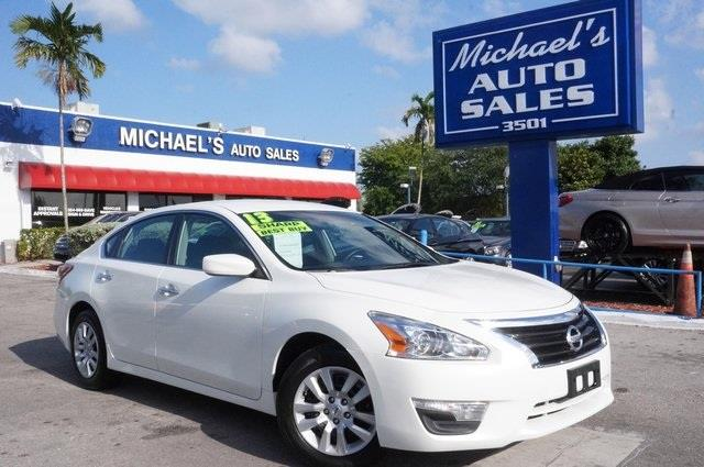 2013 NISSAN ALTIMA 25 S 4DR SEDAN pearl white dont let the miles fool you join us at michaels