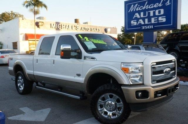 2012 FORD F-250 SUPER DUTY KING RANCH oxford white low miles and king ranch 4wd right truck rig