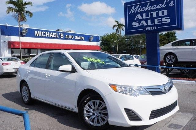 2012 TOYOTA CAMRY SE 4DR SEDAN super white ivory wfabric seat trim clean carfax clean tit