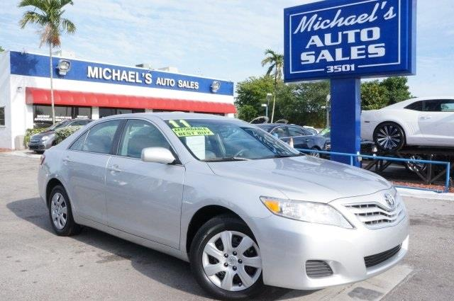2011 TOYOTA CAMRY LE 4DR SEDAN 6A classic silver metallic silver bullet isnt it time for a toyot