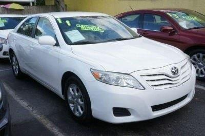 2011 TOYOTA CAMRY LE 4DR SEDAN 6A super white 99 point safety inspection clean carfax