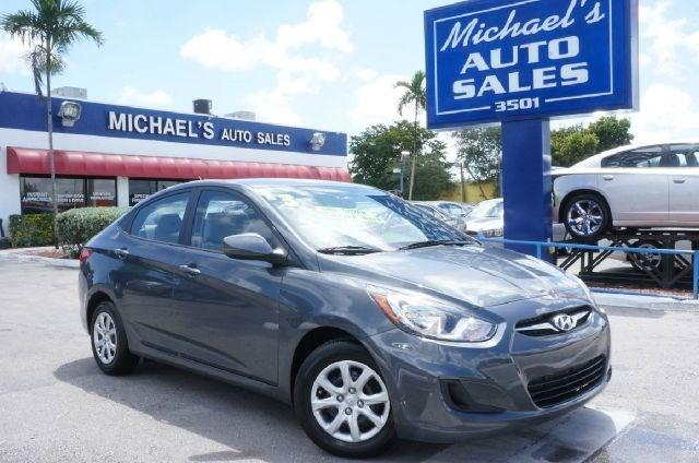 2013 HYUNDAI ACCENT GLS 4DR SEDAN 6A cyclone gray 99 point safety inspection clean carfax