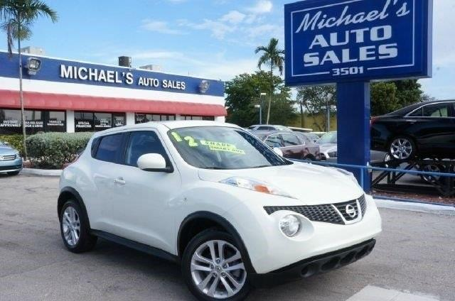 2012 NISSAN JUKE S 4DR CROSSOVER white pearl 99 point safety inspection automatic clea