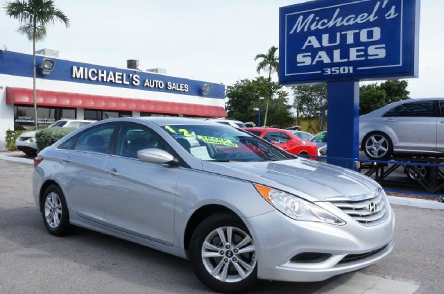 2012 HYUNDAI SONATA GLS iridescent silver blue pearl m 99 point safety inspection and clean