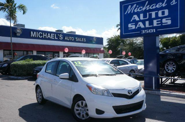 2012 TOYOTA YARIS SE super white clean title you win yeah baby stop clicking the mouse because