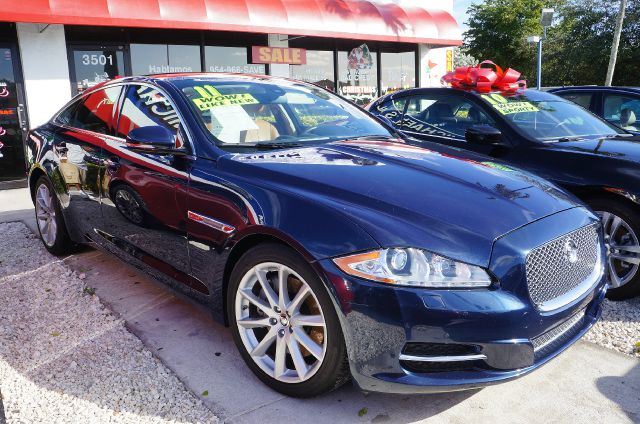 2011 JAGUAR XJ BASE indigo blue imagine yourself behind the wheel of this outstanding 2011 jaguar