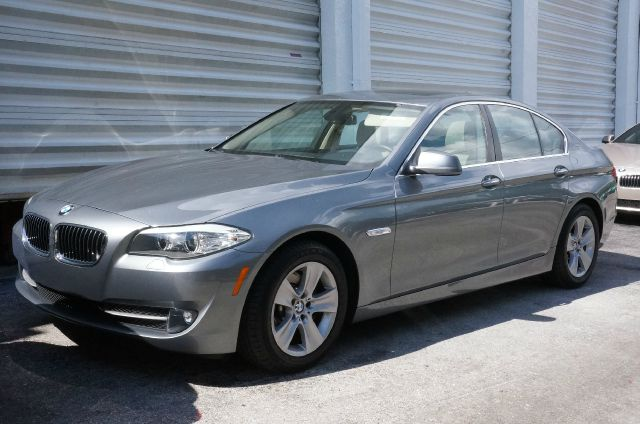 2011 BMW 5 SERIES 528I space gray metallic 99 point safety inspection automatic clean