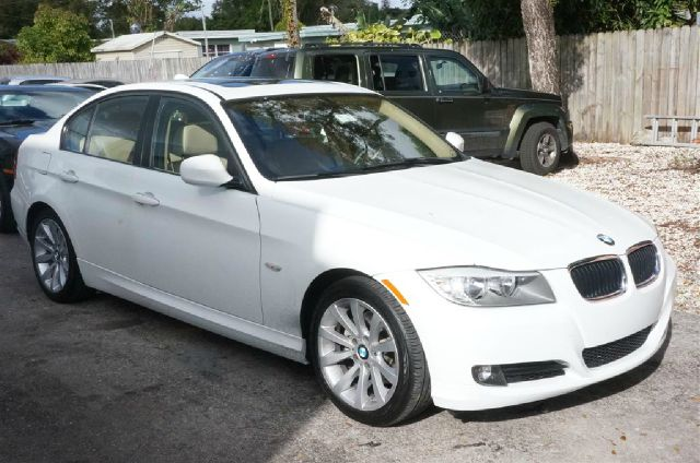 2011 BMW 3 SERIES 328I alpine white 99 point safety inspection automatic and clean car