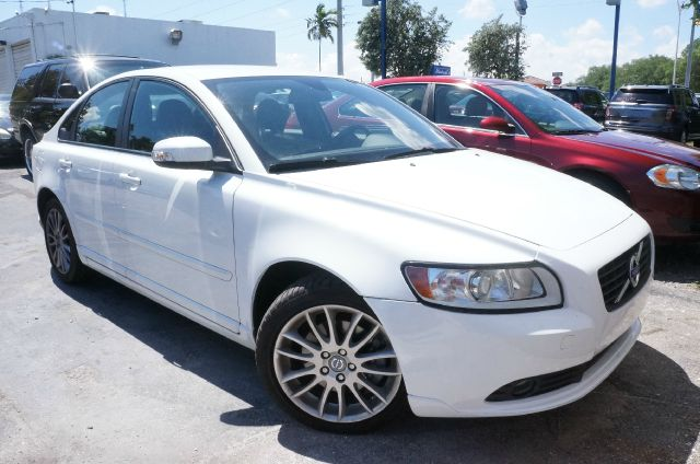 2011 VOLVO S40 T5 R-DESIGN unspecified clean carfax 99 point safety inspection and a