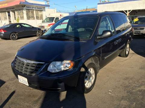 2007 Chrysler Town and Country for sale in Long Beach, CA