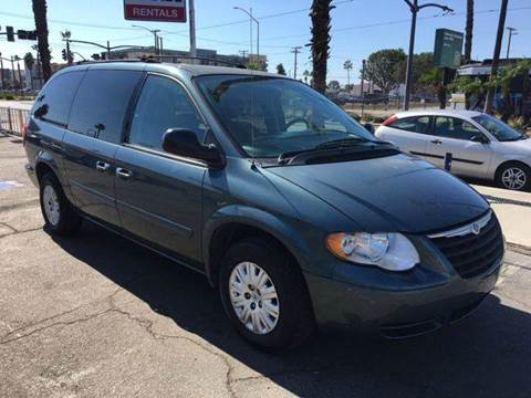 2006 Chrysler Town and Country for sale in Long Beach, CA