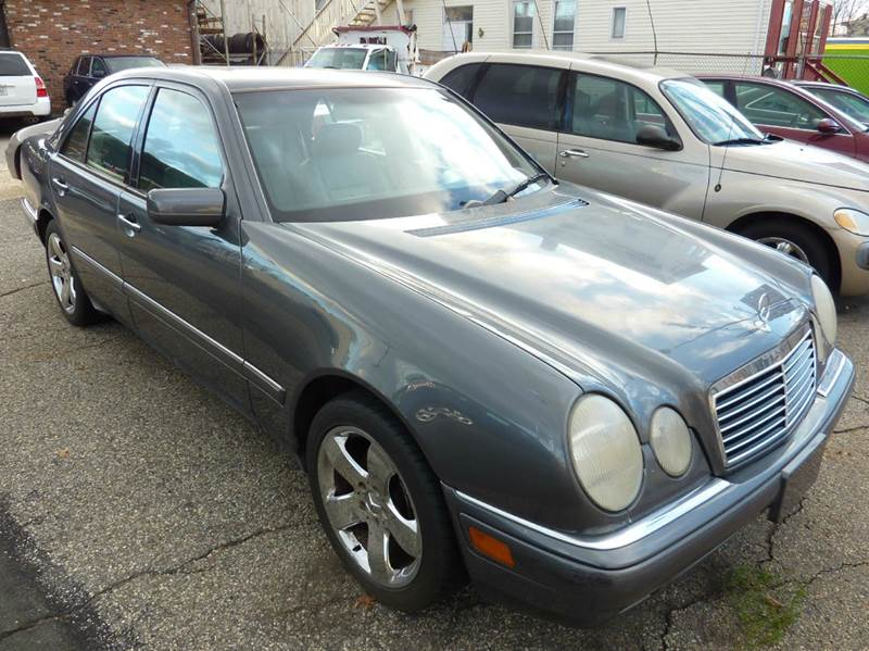 Regner 39 s auto sales used cars danbury ct dealer for Mercedes benz of danbury used cars