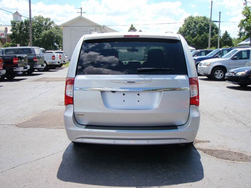 2011 Chrysler Town and Country Touring 4dr Mini-Van - Enon OH