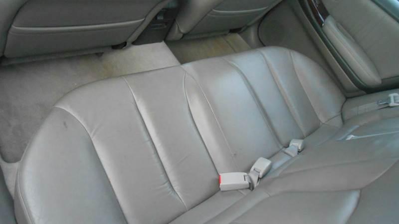 2000 Infiniti I30 4dr Sedan - Champaign IL