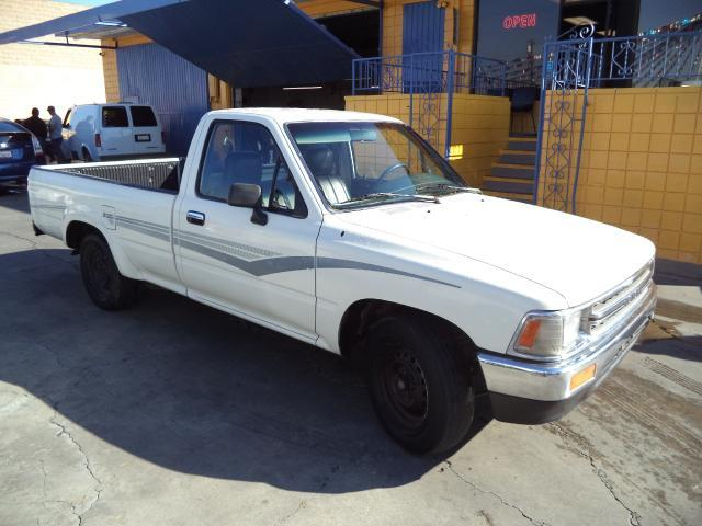 1990 TOYOTA PICKUP DELUXE 2DR STANDARD CAB LB white long bed truck must sale asap bad credit