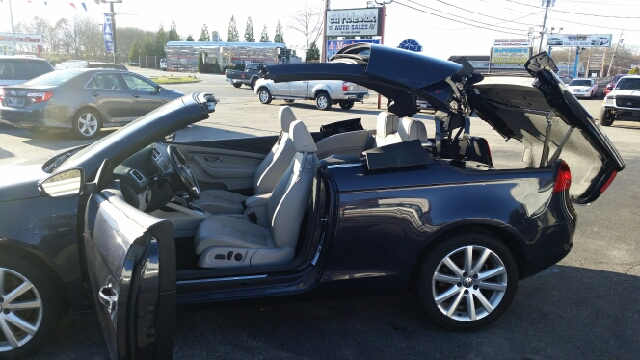 2010 Volkswagen Eos Komfort SULEV 2dr Convertible 6A - Somerset MA