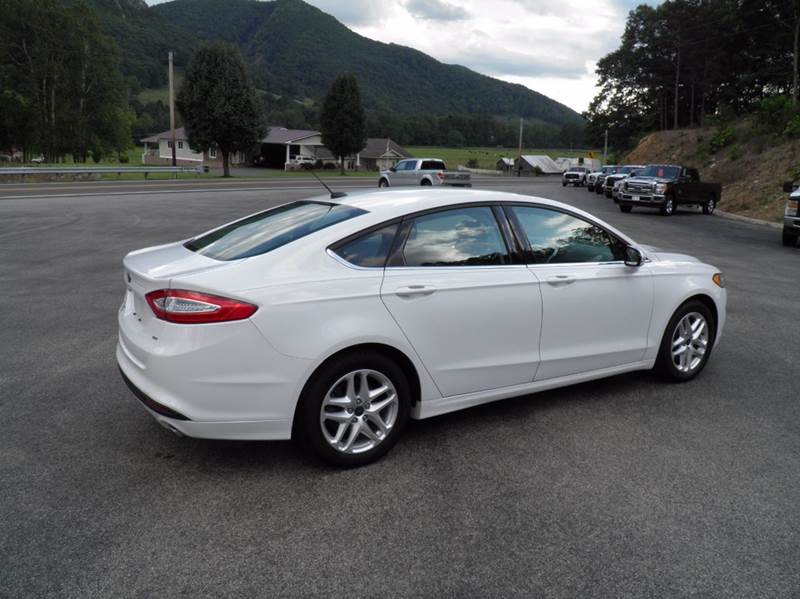 2016 Ford Fusion SE 4dr Sedan - Riverton WV