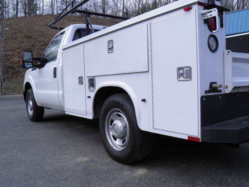 2011 Ford F-250 Super Duty 4x2 XL 2dr Regular Cab 8 ft. LB Pickup - Riverton WV