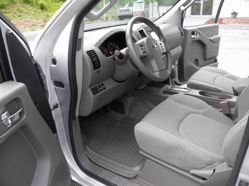 2017 Nissan Frontier 4x4 SV 4dr Crew Cab 5 ft. SB 5A - Riverton WV